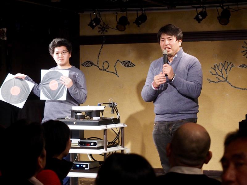 image er5_8 ACOUSTIC REVIVEの石黒謙さん(右)とトップウイングの菅沼洋介さん